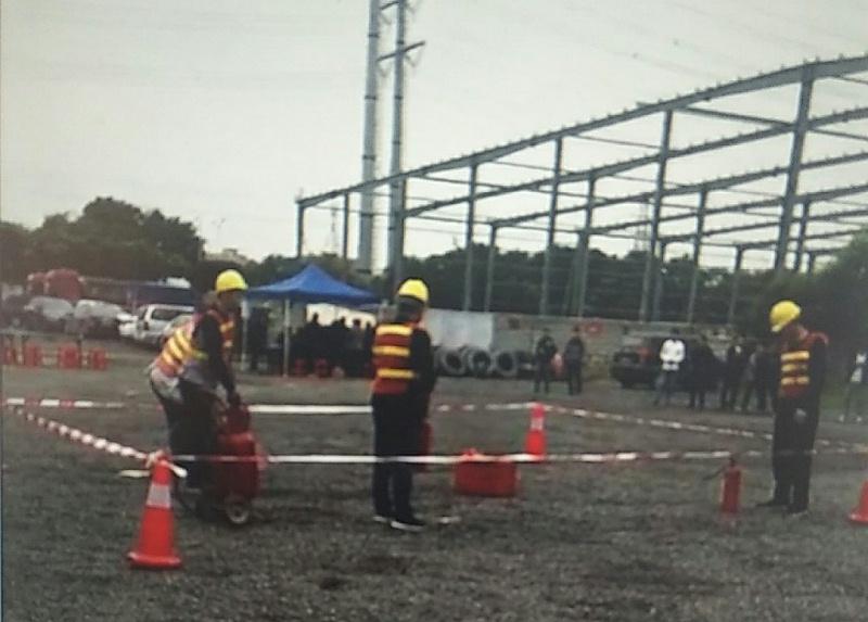 南箭化工员工消防演练准备工作中